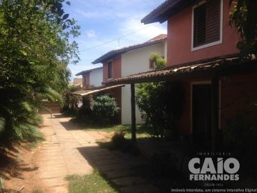 AMPLO TERRENO COM 3 CASAS EM PARQUE DAS COLINAS - Foto