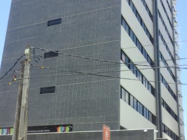 SALA EM EDIFÍCIO COMERCIAL DE TIROL  - Foto